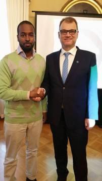 Rahastonhoitaja Abdule Mahamed ja pääministeri Juha Sipilä Kestävän kehityksen toimikunnassa 2017.
