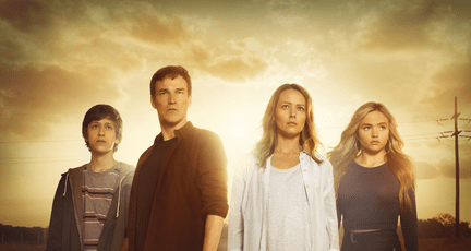 THE GIFTED: L-R: Percy Hynes White, Stephen Moyer, Amy Acker and Natalie Alyn Lind in THE GIFTED premiering Monday, Oct. 2 (9:00-10:00 PM ET/PT) on FOX. ©2017 Fox Broadcasting Co. Cr: Frank Ockenfels/FOX