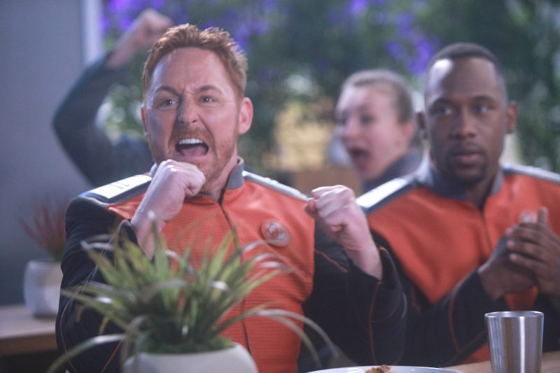 The Orville 102 - Command Performance - Gordon (Scott Grimes) and John (J. Lee)