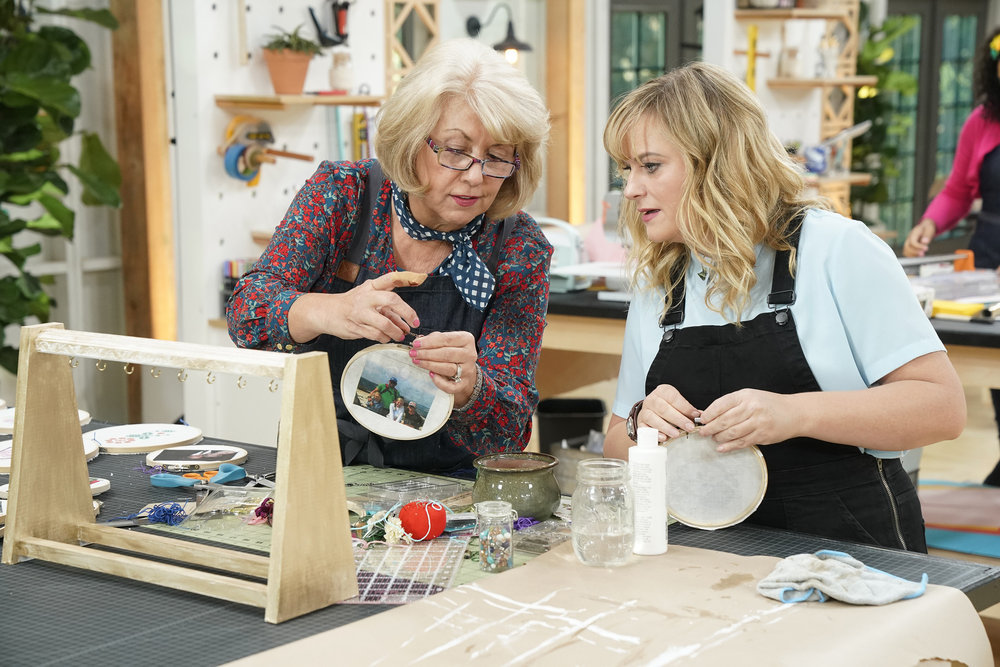 """MAKING IT -- """"You Crafty"""" Episode 101 -- Pictured: (l-r) Jemma, Amy Poehler -- (Photo by: Paul Drinkwater/NBC)"""