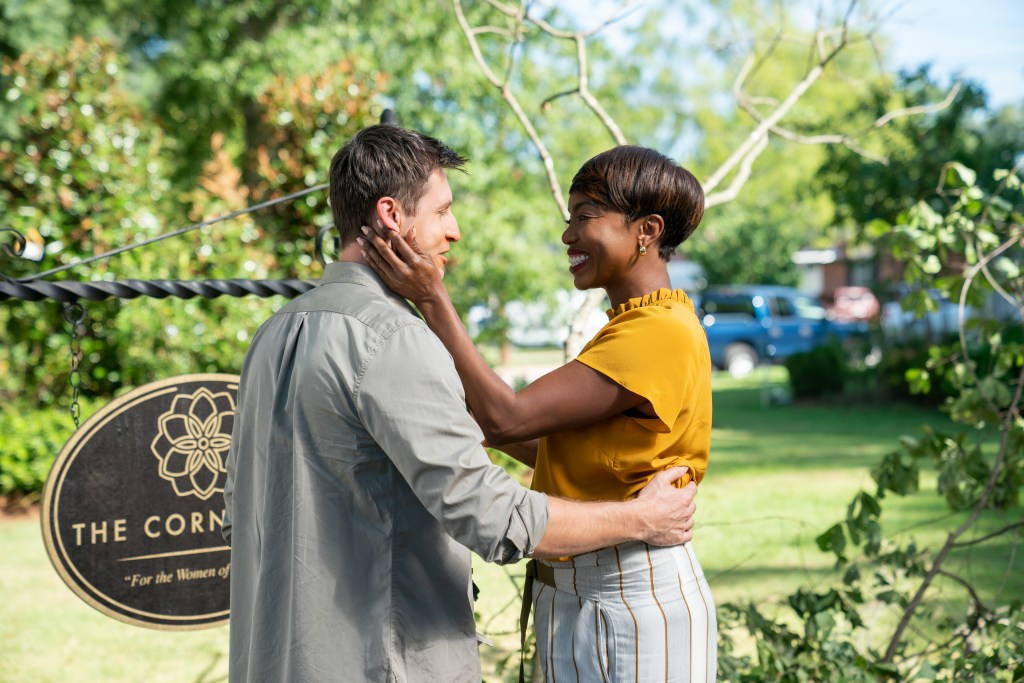 SWEET MAGNOLIAS (L TO R) JASON MACDONALD as TOM PATTERSON and HEATHER HEADLEY as HELEN DECATUR in episode 105 of SWEET MAGNOLIAS Cr. ELIZA MORSE/NETFLIX © 2020
