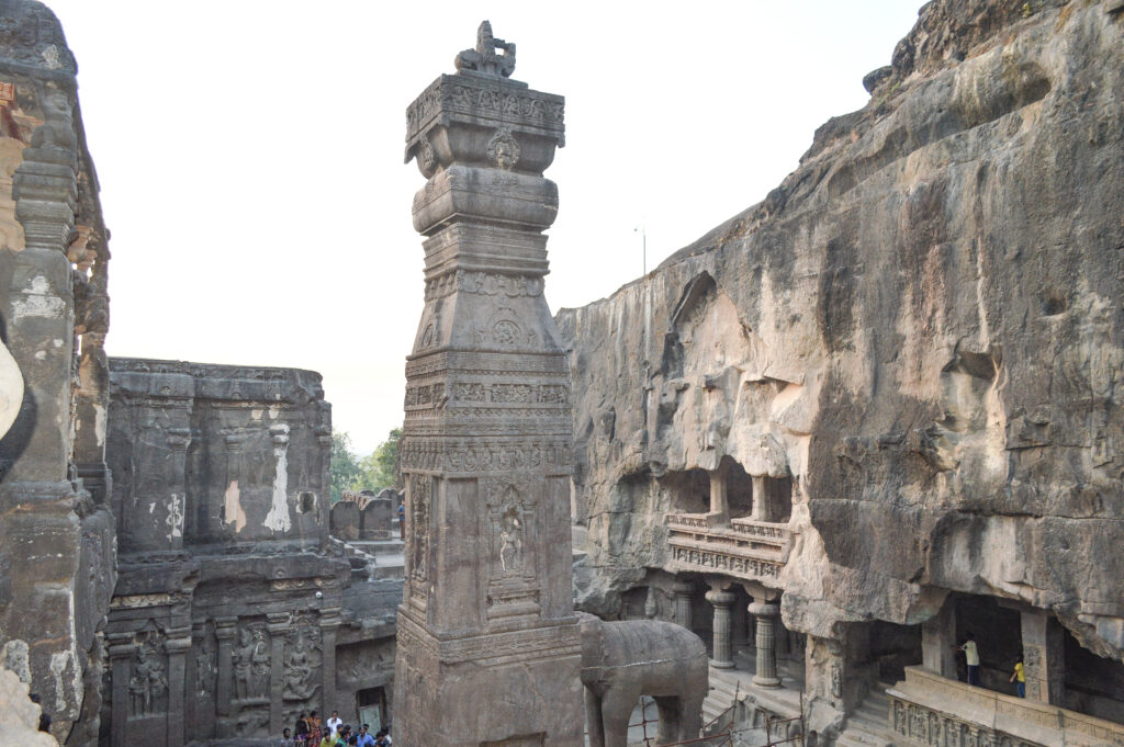 Kailash Temple, Cave 16