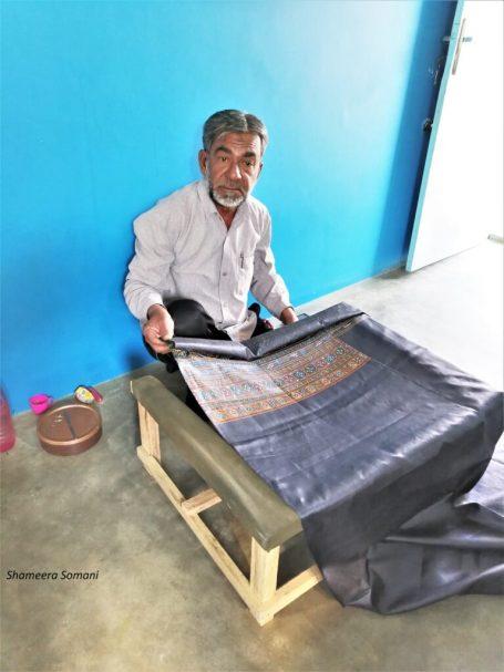 Gafoorbhai Khatri Demonstrating Rogan Art, Nirona