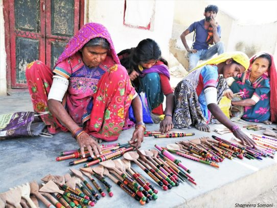 Women Selling Lacquer Ware, Nirona
