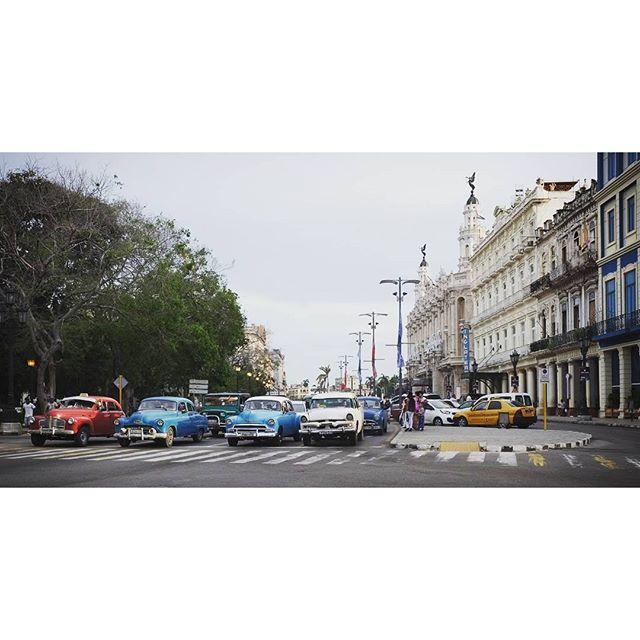 Waiting at an intersection #cuba