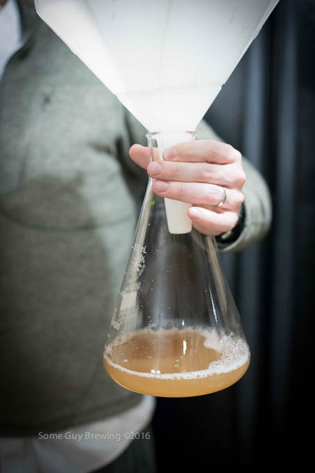 Pour yeast suspension into erlenmeyer flask