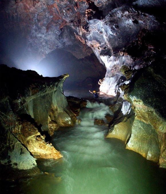 largest-vietnam-cave_9969_990x742[1]