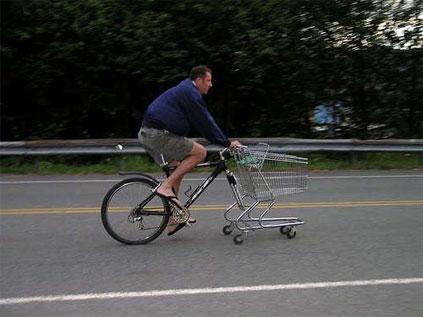 Bicicleta com carrinho de mercado