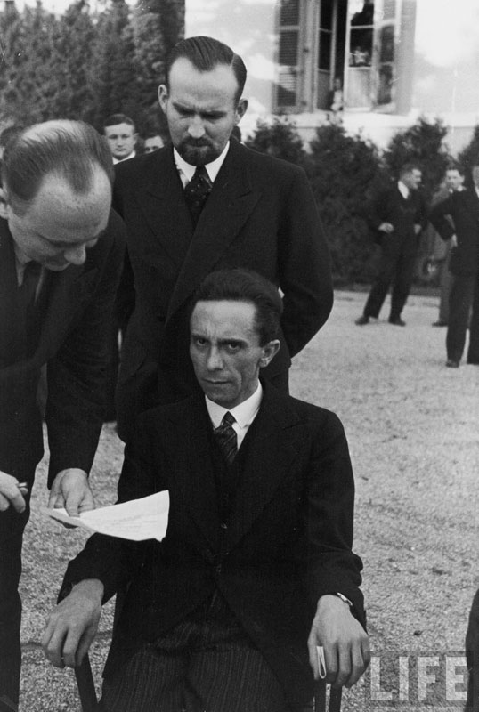 joseph-goebbels-scowling-at-photographer-albert-eisenstaedt-after-finding-out-hes-jewish-ca_2