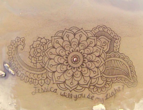 Sand-Drawings-by-Andres-Amador-2[1]