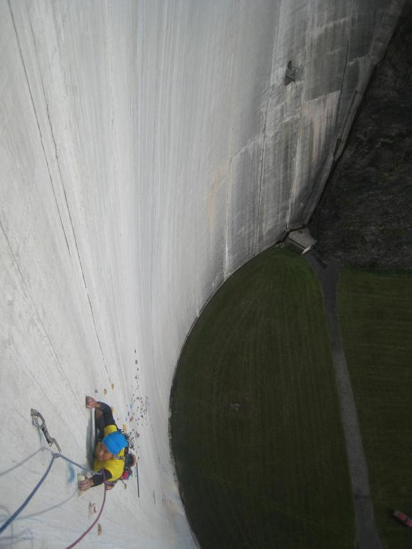 Represa Luzzone - Parede de escalada - Suíça (5)