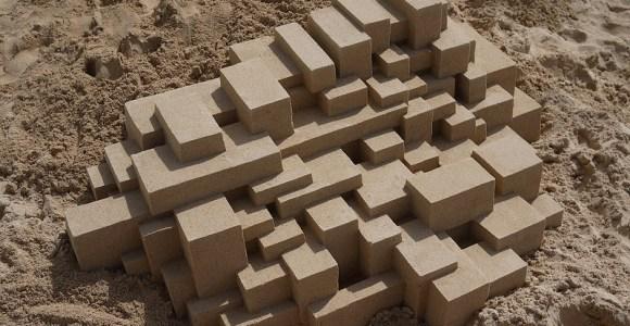 Castelinho de areia? Artista resolve inovar com formas geométricas