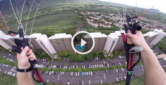 Paraquedista teve a ideia de, durante a queda, atravessar um pequeno vão entre dois prédios