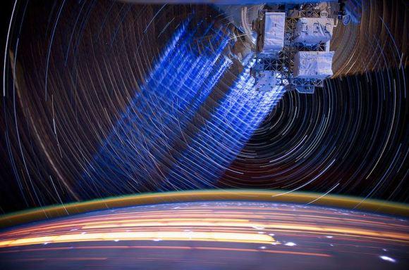 Fotos em longa exposição do espaço (15)
