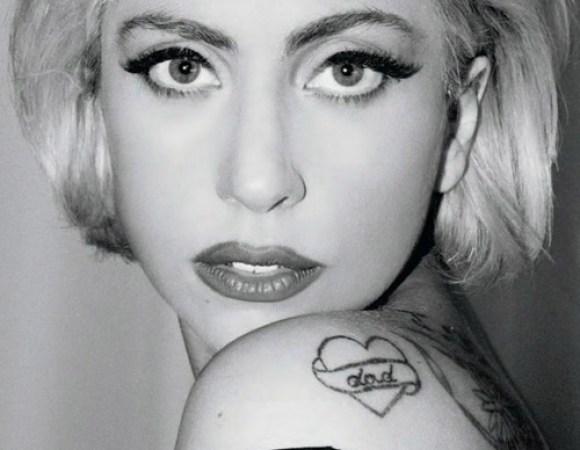 Lady Gaga - tatuagem de coração