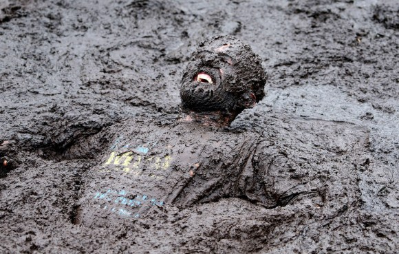 """TOPSHOTS 2014-BRITAIN-OFFBEAT-MUD RACE"""