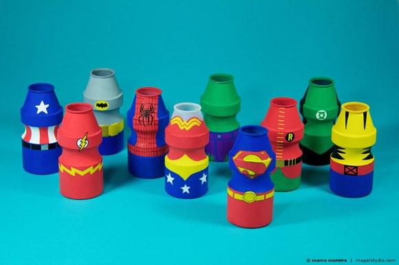 Adesivo Para Desentupir Vaso Sanitário Onde Comprar ~ A improvável transformaç u00e3o de potes de Yakult em super heróis