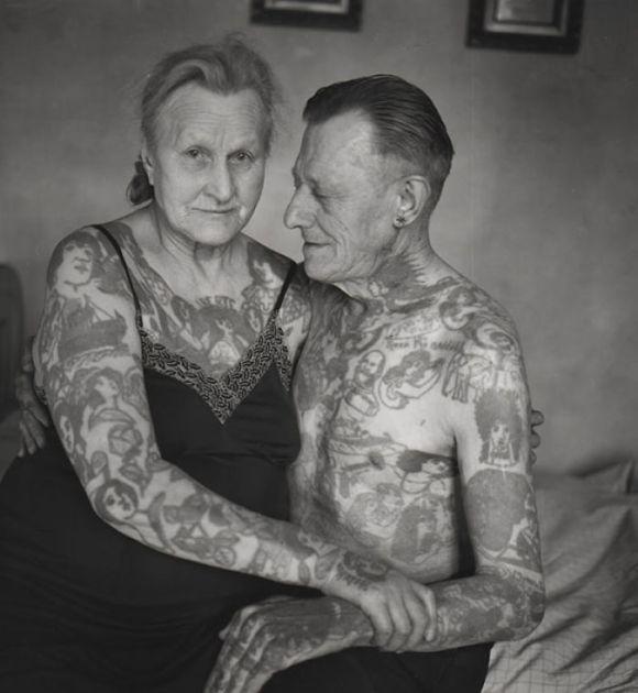 Pessoas mais velhas com tatuagem 10