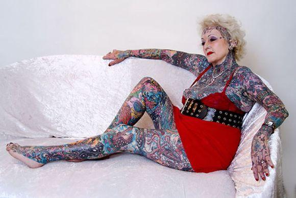 Pessoas mais velhas com tatuagem 16