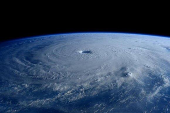 Tufão visto do espaço 1