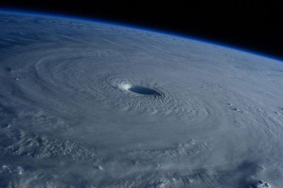 Tufão visto do espaço 4