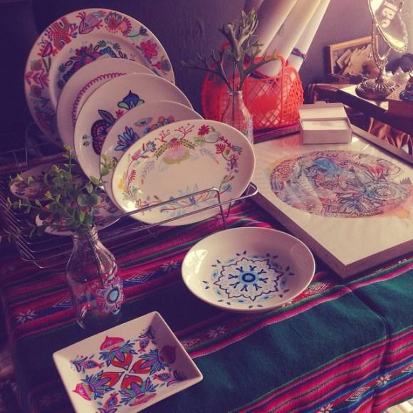 mandalas coloridas em pratos 16