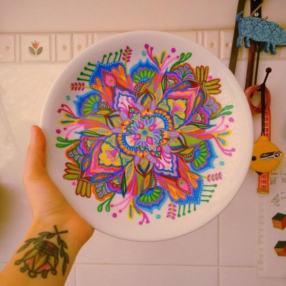 mandalas coloridas em pratos 24