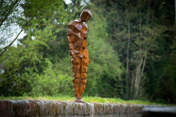 Esculturas humanas geométricas1