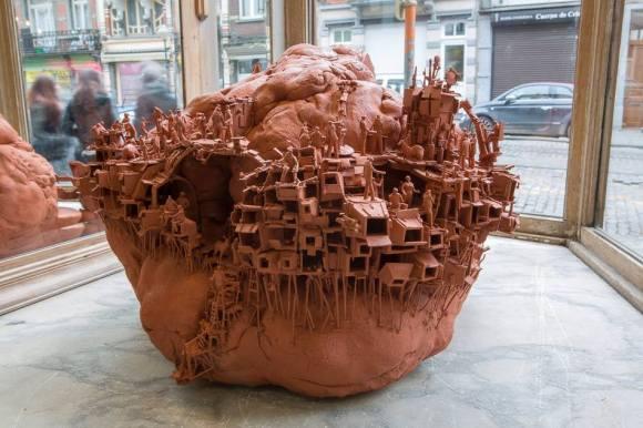 Esculturas futurísticas em cerâmica 1