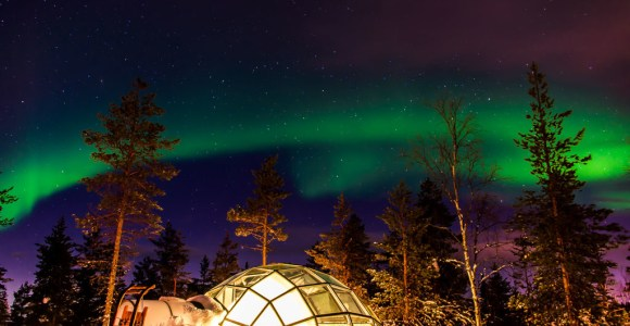Iglus de vidro permitem que hóspedes observem estrelas e a aurora boreal na Finlândia