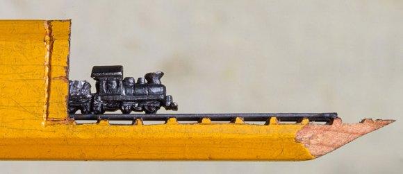 Escultura de trem em grafite de lápis 1