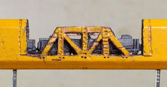 Escultura de trem em grafite de lápis 5