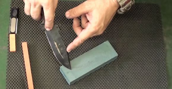 Você está a um passo de aprender definitivamente a afiar facas