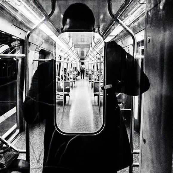 Mise en abîme da janela de metrô