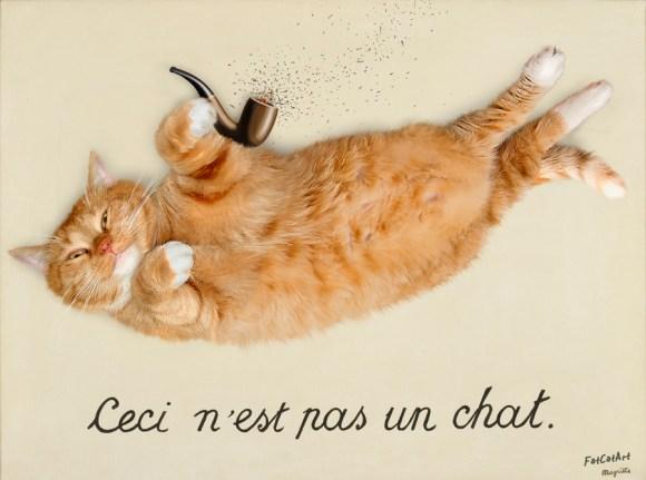 """Gato segurando um cachimbo e dizeres """"Ceci n'est pas un chat."""" no canto inferior do quadro"""