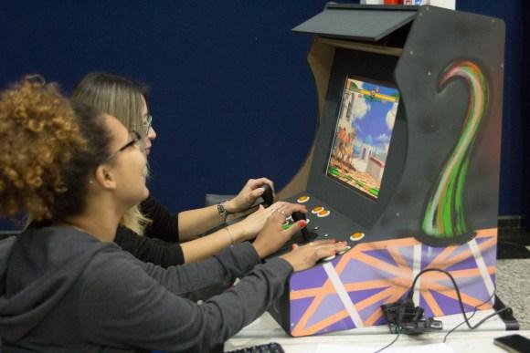 Jogando Arcade