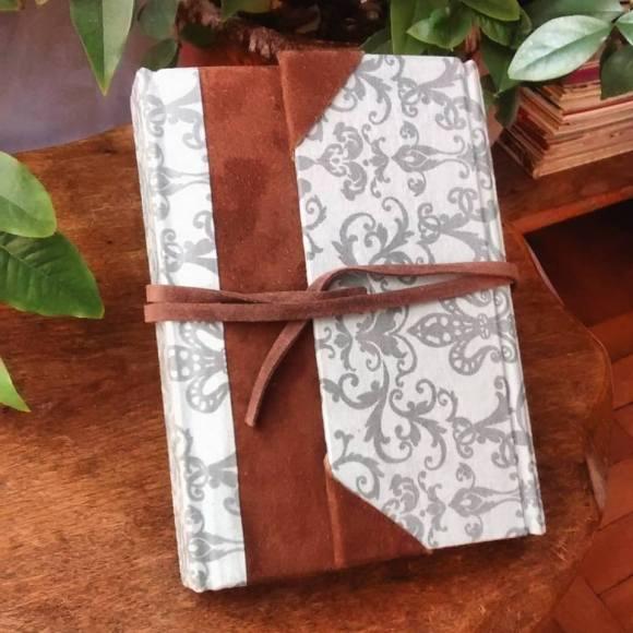 Caderno com couro