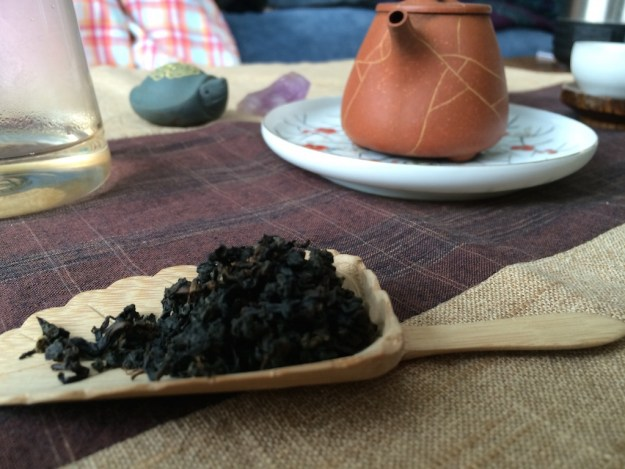 alishan-oolong-black-leaves-dry