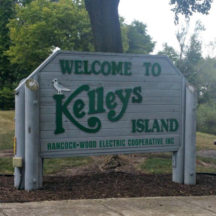 Kelley's Island Sign