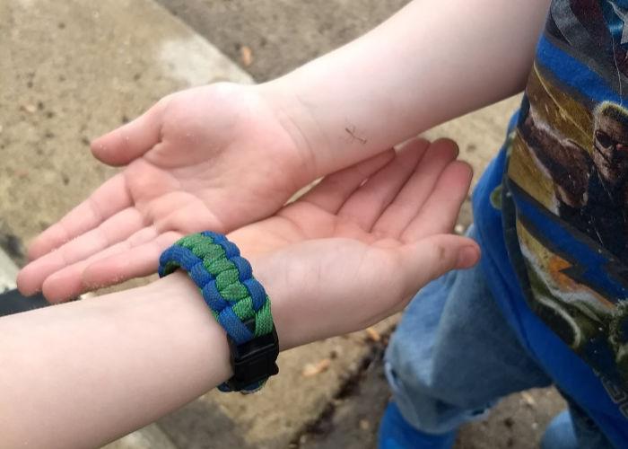 praying mantis boys arms