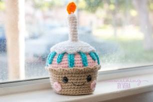 super cute cupcake 1