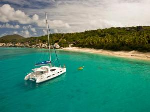 Dallas Social Media Speaker J.R. Atkins enjoys sailing the BVI