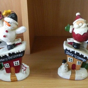 Country Christmas Santa or Snowman with Festive Presents Decorative Ornament New