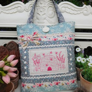 Quilting Sewing Bag Pattern BUSY LITTLE BEES Sally Giblin The Rivendale Collection NEW