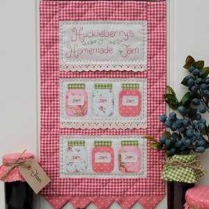 Quilting Sewing Wall Hanging Pattern HUCKLEBERRY'S Sally Giblin Rivendale Collection NEW