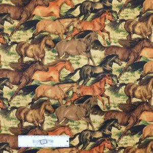 Patchwork Quilting Sewing Fabric SNOWY RIVER HORSES 50x55cm FQ New