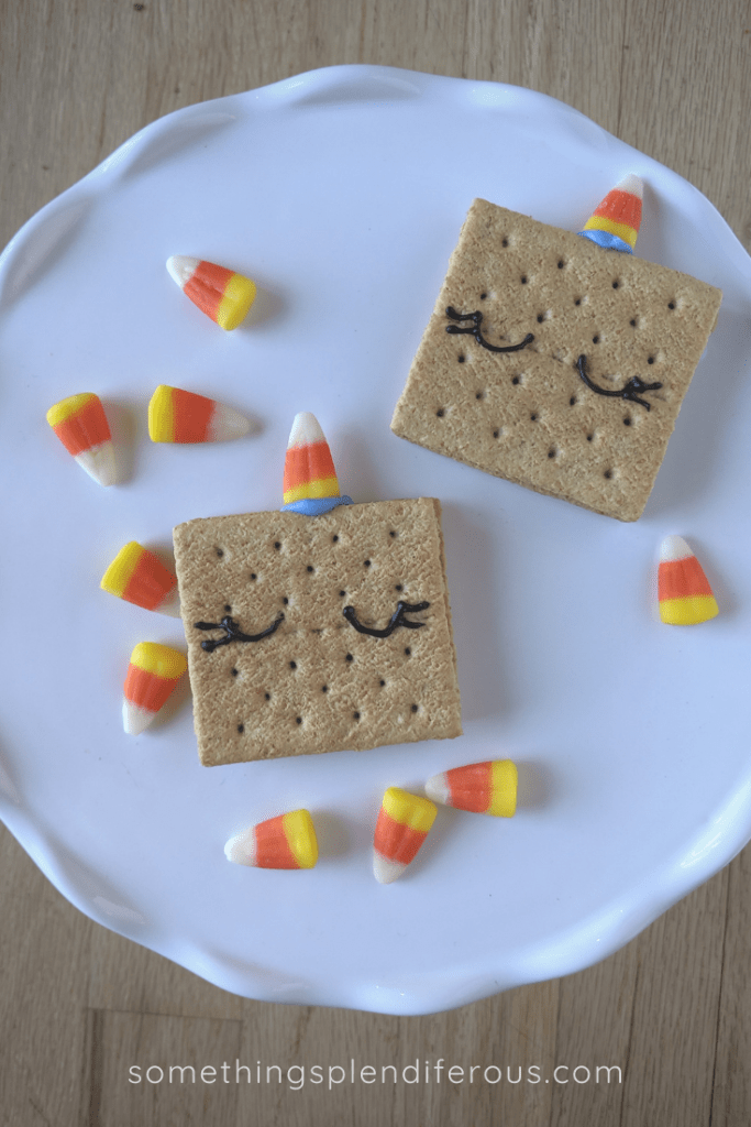 Unicorn Snack that are simple and easy! Perfect for Halloween Party!