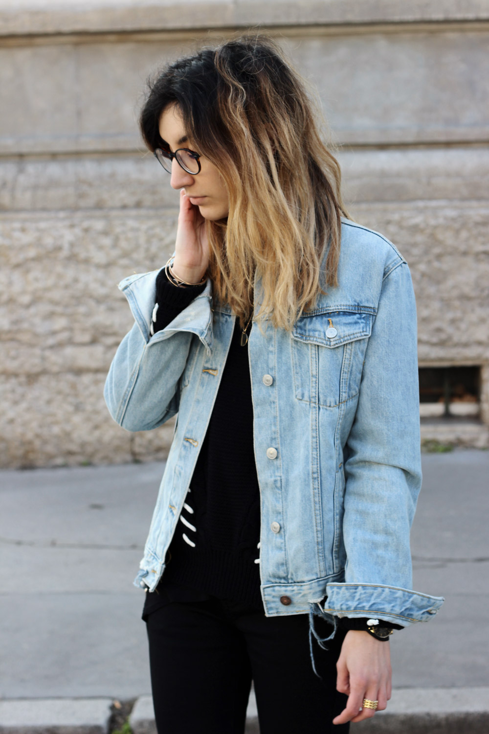 details-all-black-and-denim-look