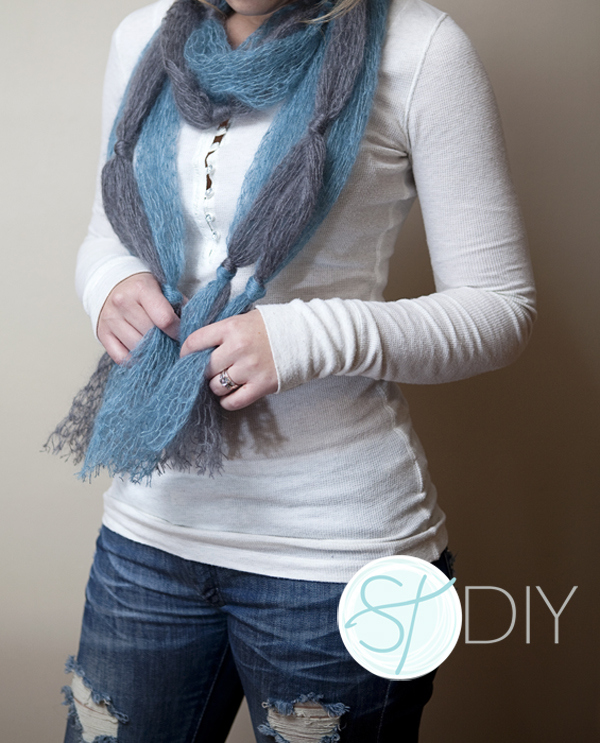 easy grey and turquoise knotted scarf tutorial on SomethingTurquoise.com