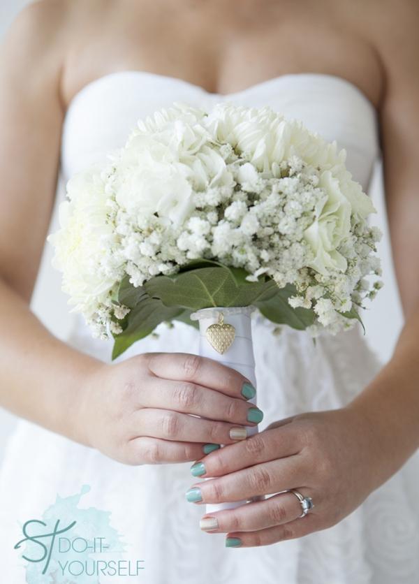diy wedding bouquet charm bracelets something turquoise. Black Bedroom Furniture Sets. Home Design Ideas